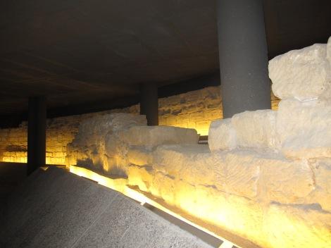 """""""Restes de la muralla del segle XIV conservades al carrer Anselm Clavé"""", Fotografia Ajuntament de Lleida"""